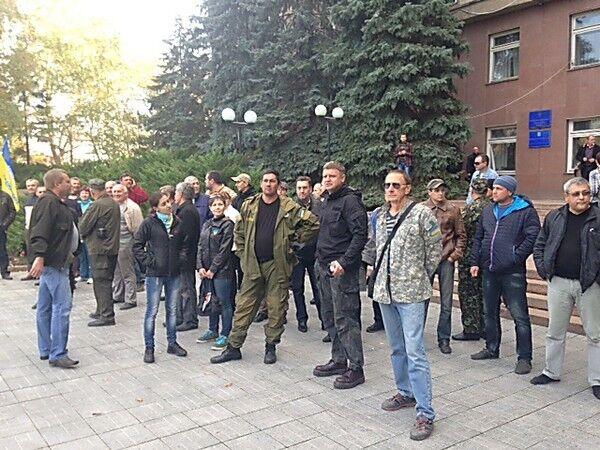 В Николаеве активисты дважды забросали яйцами Шуфрича: опубликовано видео
