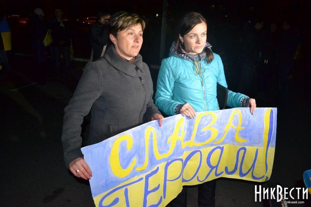 """Сотни николаевцев встретили """"киборгов"""" из донецкого аэропорта: опубликованы фото"""