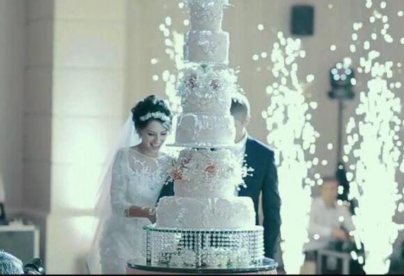 Vip-свадьба дочери львовского таможенника: миллионы роз и столы в камнях Сваровски