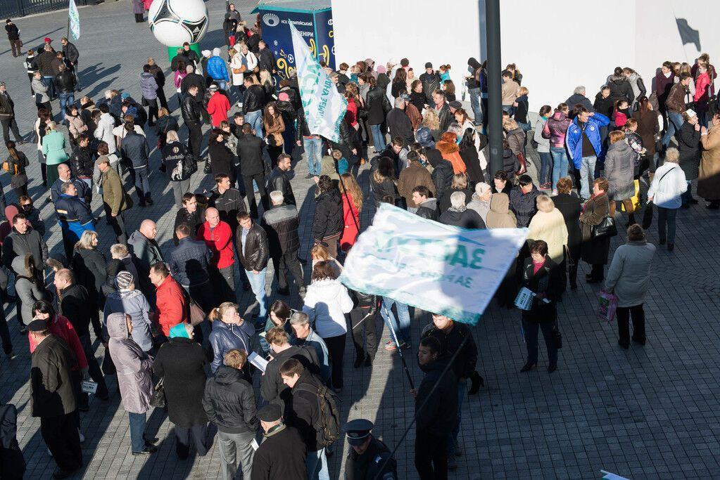 """Неизвестные """"заминировали"""" НСК """"Олимпийский"""", когда там находились около 800 человек"""