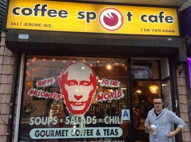 Путін в образі Дракули бажає всім веселого Хеллоуїна в Нью-Йорку