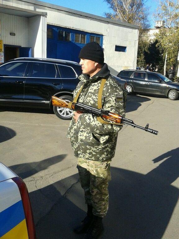 Возле участка в Кривом Роге расстреляли авто: есть раненые