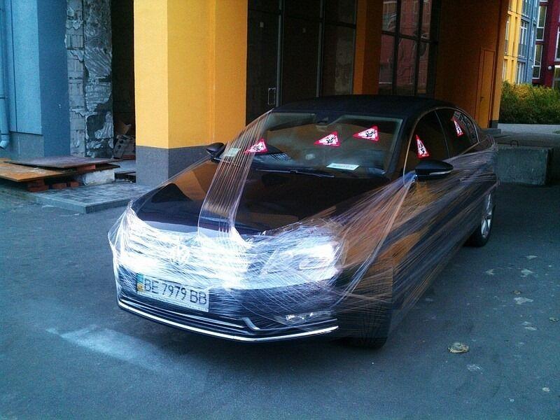 Як українці борються з порушниками паркування: сміття на авто і георгіївські стрічки
