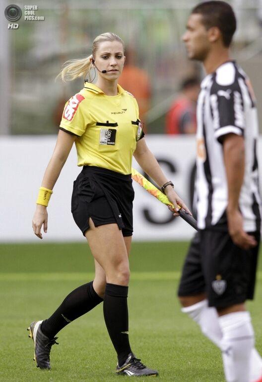 Сексуальная модель стала арбитром ФИФА: фото красавицы
