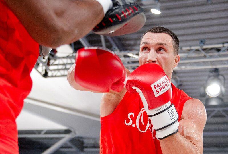 """Кличко показав, як буде """"вбивати"""" Пулєва: фото тренування"""