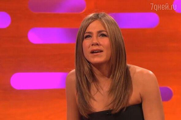 """Дженнифер Анистон рассказала, как """"уколы красоты"""" парализовали ее лицо"""