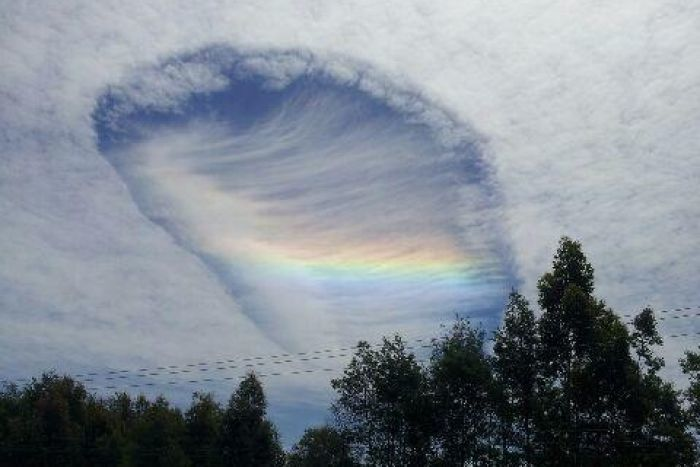 "В небе Австралии обнаружили ""врата в рай"" с радугой внутри"