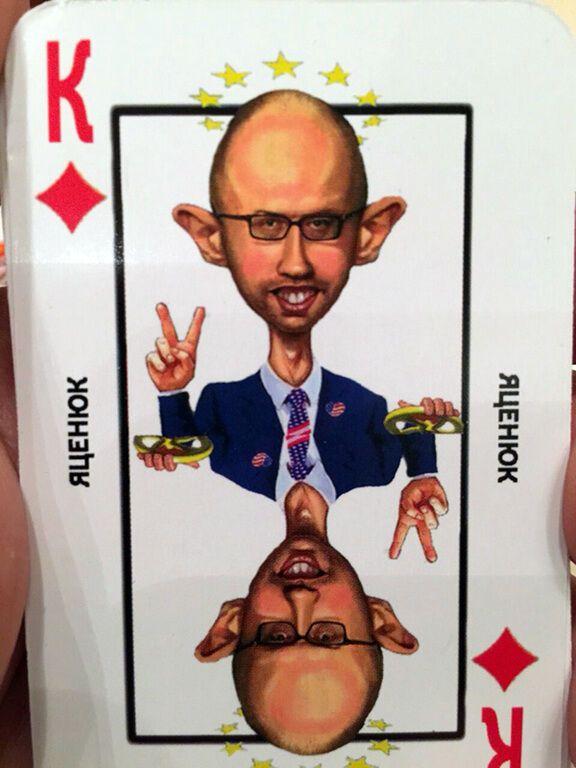 """Для Кремля надрукували цілу фуру гральних карт з """"ворогами російського народу"""": опубліковано фото"""