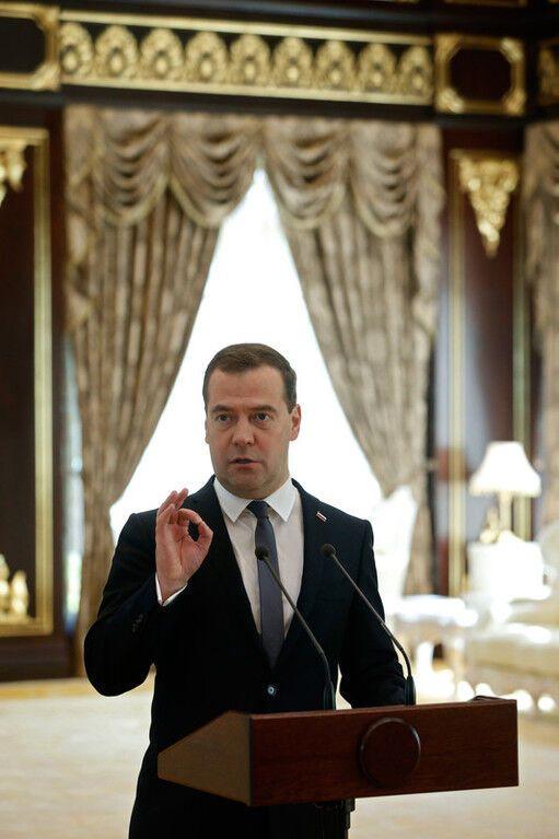 Медведев пригрозил украинцам запретом на работу в России с 2015 года
