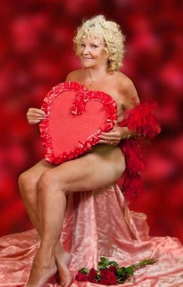 Бабусі-моделі оголилися для календаря на 2015 рік