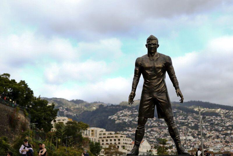 Криштиану Роналду поставили памятник при жизни: опубликованы фото и видео
