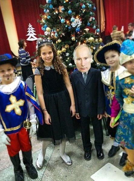 В России второклассник пришел на новогодний утренник в образе Путина