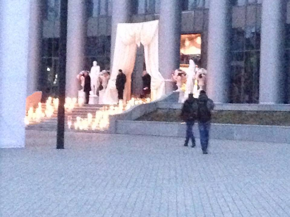 """Свадьба дочери Тимошенко: паспортный контроль, фейковый кортеж и """"гроб"""" с подарками"""