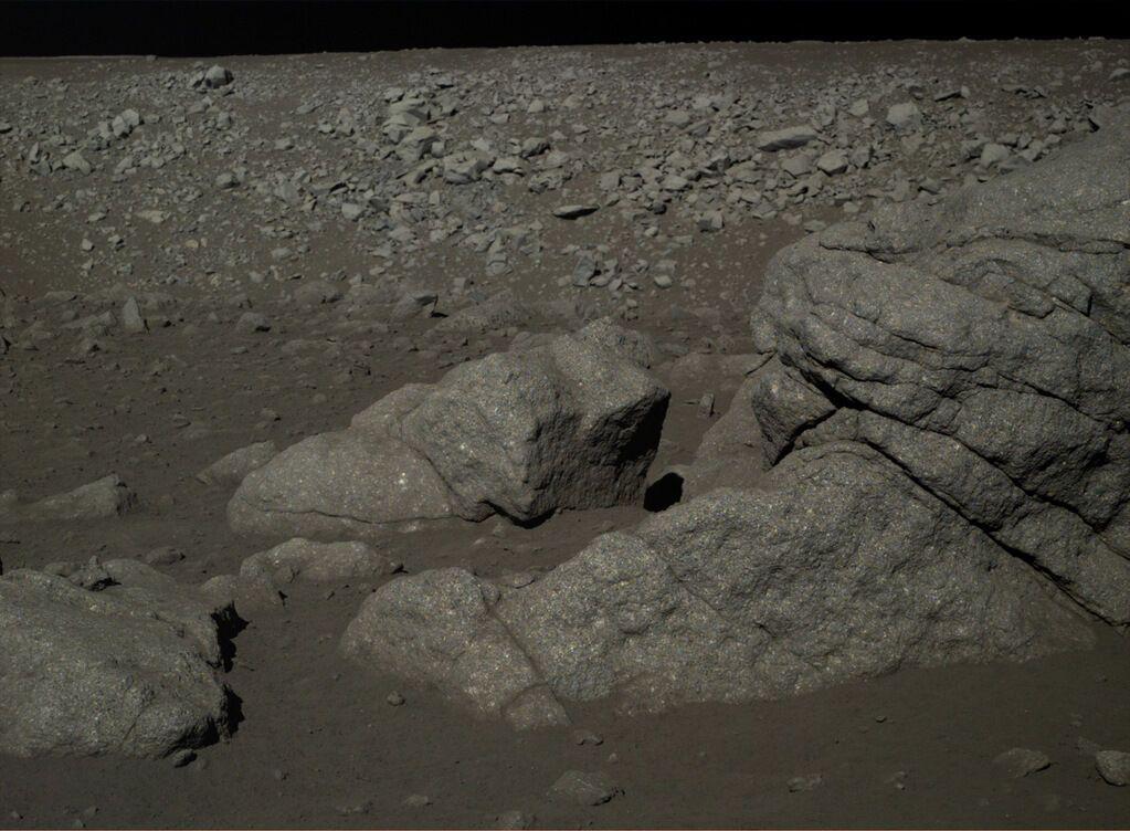 """Опубліковані нові фото """"Нефритового кролика"""" з Місяця"""