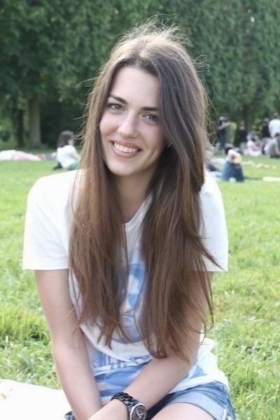 Дочка регіонала Деркача їздить у кабріолеті і відпочиває в Македонії