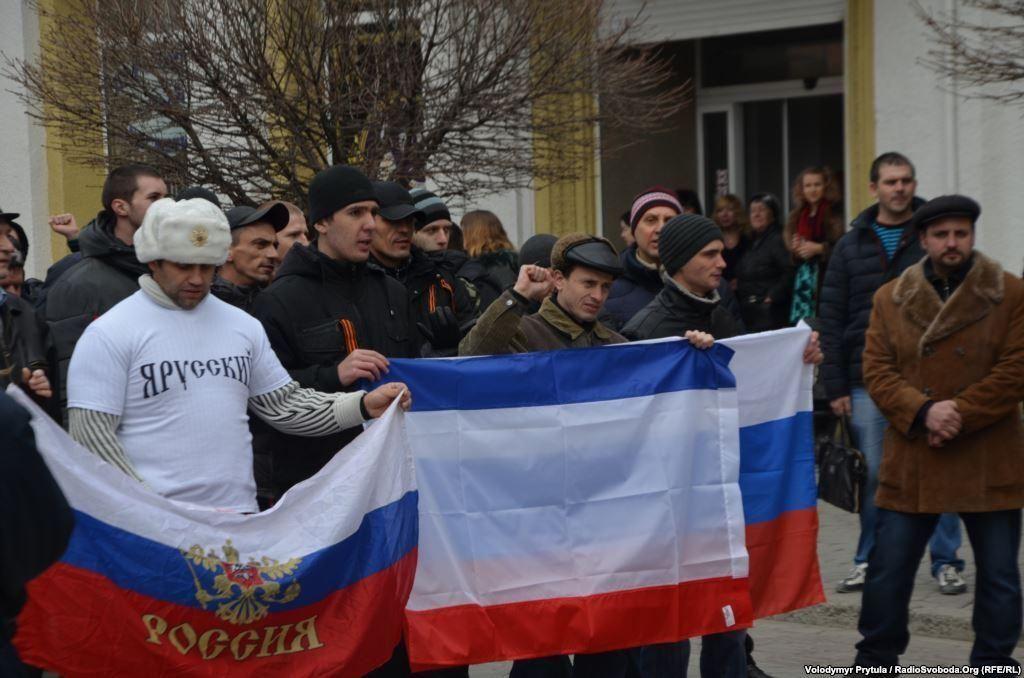 Сепаратисты блокировали Верховную Раду Крыма и требовали проведения референдума