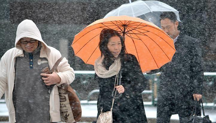 Токіо засипало снігом: скасовано 300 авіарейсів