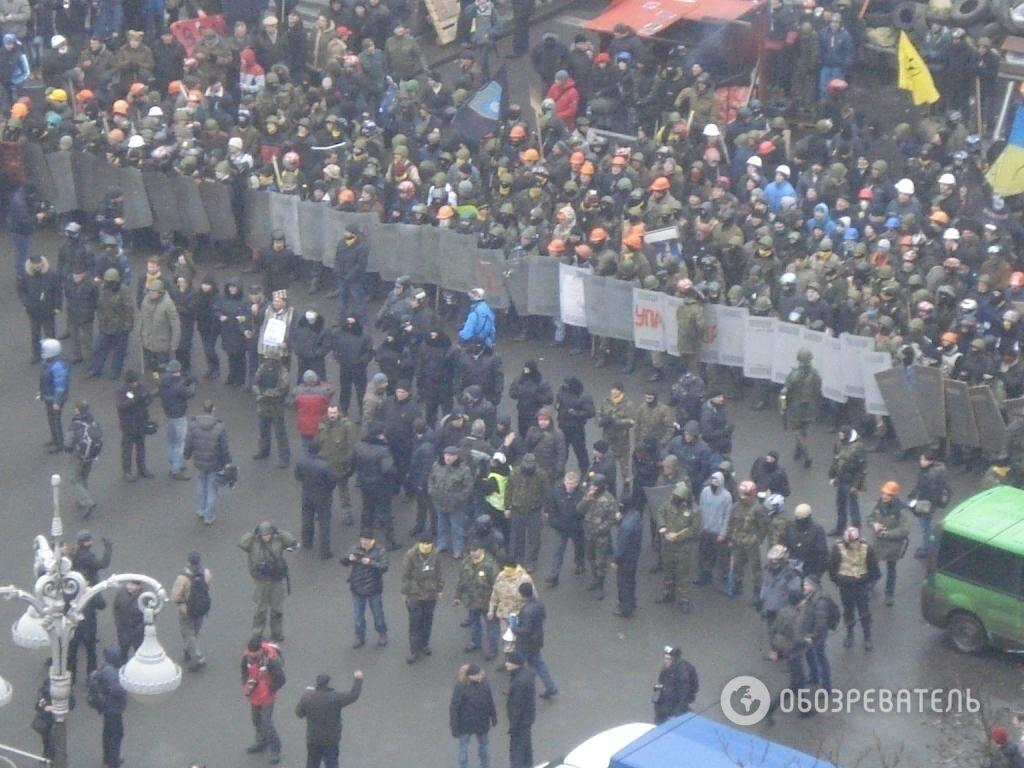 Протистояння біля барикад. Фоторепортаж