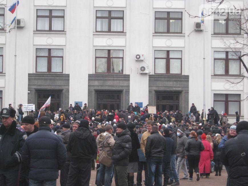 Луганский облсовет признал решения Рады нелегитимными и грозит обратиться к России