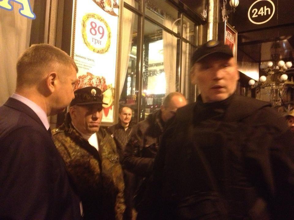 """""""Правий сектор"""" влаштував стрілянину на Європейській площі: є поранені"""