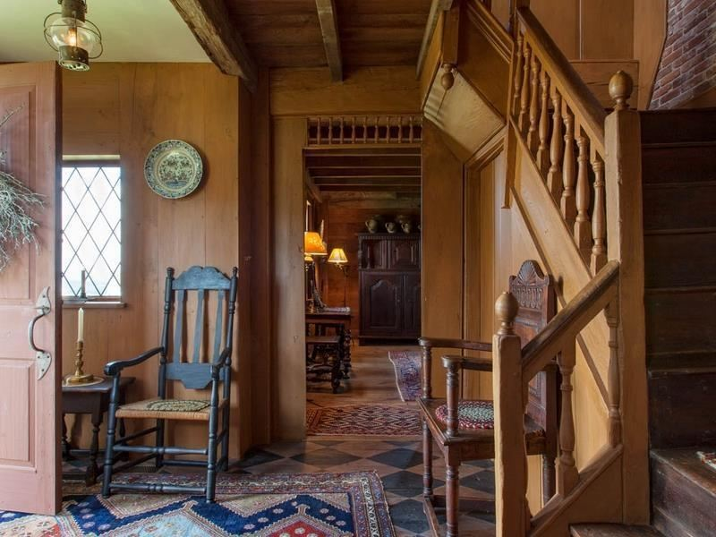 Американский мастер отремонтировал и выставил на продажу 350-летний дом