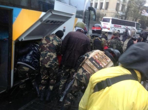"""""""Правий сектор"""" виїхав з готелю """"Дніпро"""" без зброї - Аваков"""