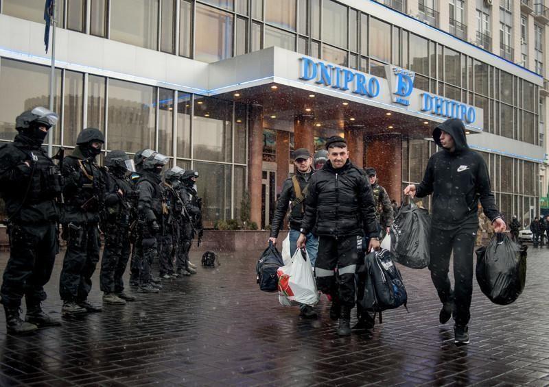 """У готелі, звідки виїхав """"Правий сектор"""", знайшли зброю"""