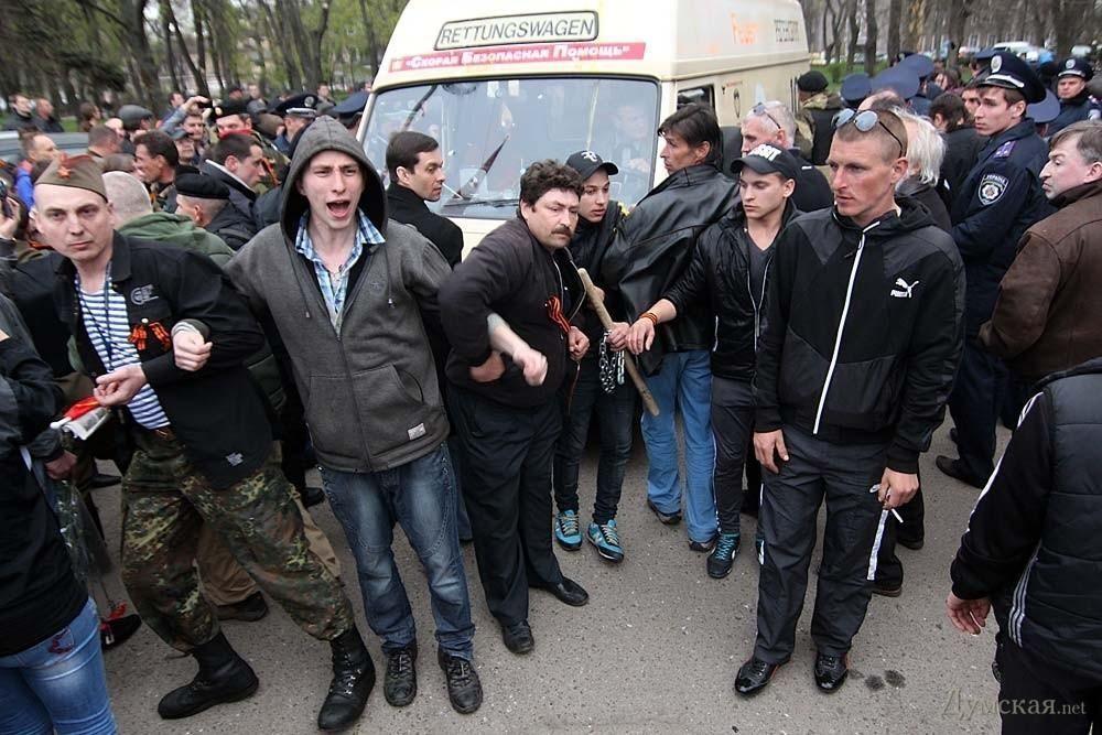 В Одессе пророссийские активисты с цепями напали на сторонников единой Украины. Царева вывел спецназ