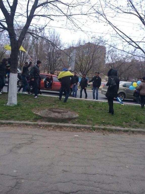 В Мариуполе митингующие за единство задержали напавших на них сепаратистов