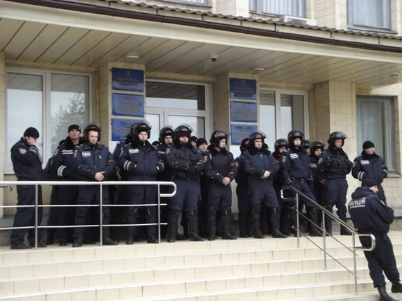 В Краматорске милиционеры надели на форму георгиевские ленты