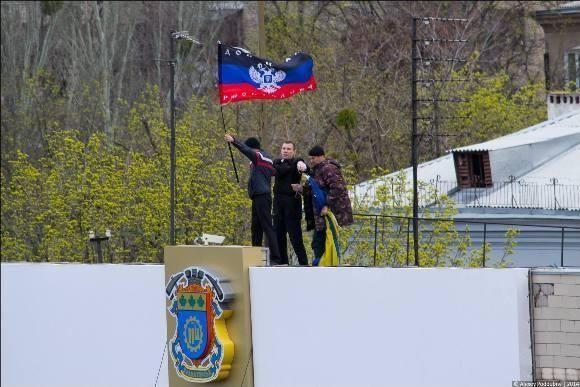 На здании исполкома Краматорска появился флаг Донецкой республики