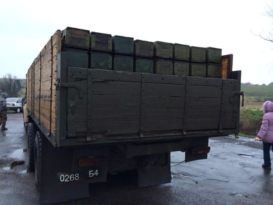 """Под Славянском """"самооборона"""" задержала грузовик с оружием"""