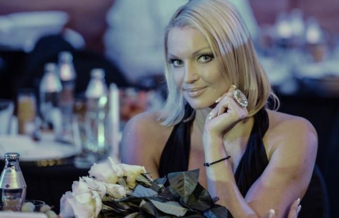 """Волочкова бойкотирует российских артистов и называет их """"проститутками"""""""