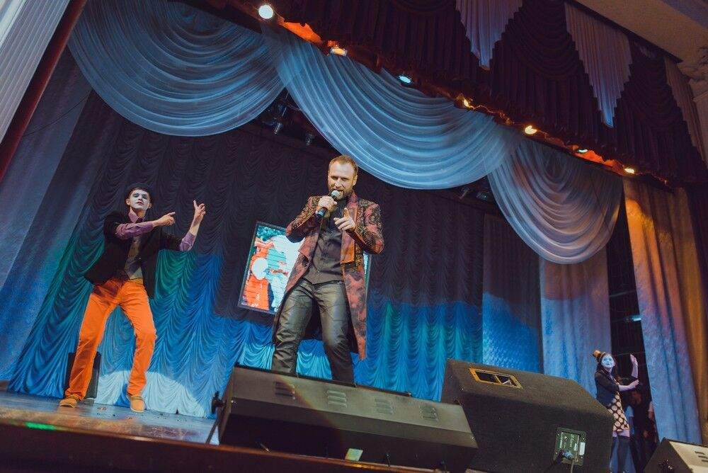 Alyosha и Сергей Гладыр научили петь детей из интернатов