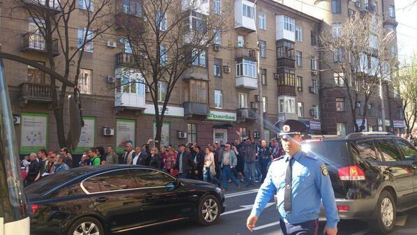 Сторонники террористов подняли над зданием Донецкой телерадиокомпании свой флаг