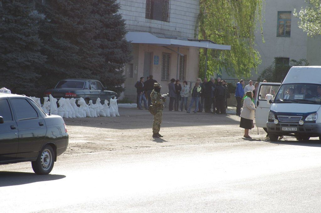 В Константиновке милиция ведет переговоры с террористами