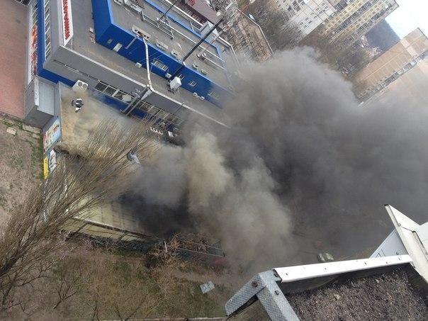 Масштабный пожар в Киеве: сгорел продуктовый склад супермаркета