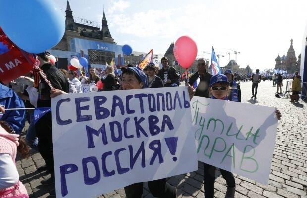 Першотравень в Москві: прославляння Сталіна і образу Обами