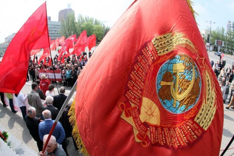 """У Харкові комуністи і сепаратисти провели ходу проти """"хунти"""""""