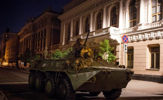 У ніч на 1 травня на вулиці Києва вивели військову техніку