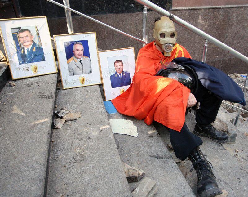 Штурм прокуратури в Донецьку: близько 30 постраждалих