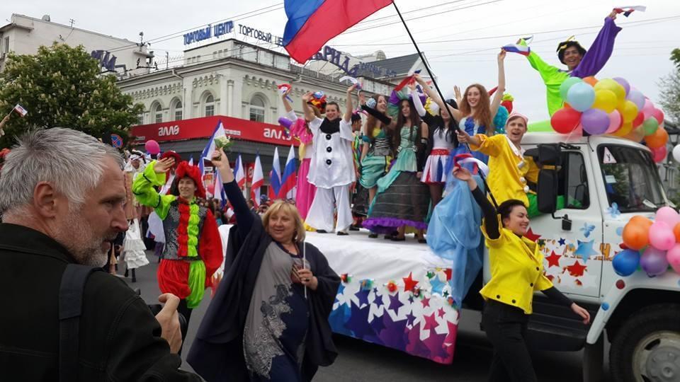 """Кримчан на Першотравень змусили """"добровільно"""" надіти кокошники - ЗМІ"""