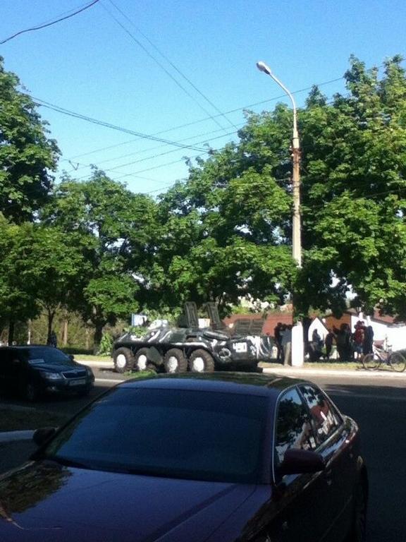 В Мариуполе пособники террористов угнали БТР из воинской части