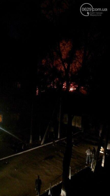 В Мариуполе подожгли военчасть и горпрокуратуру