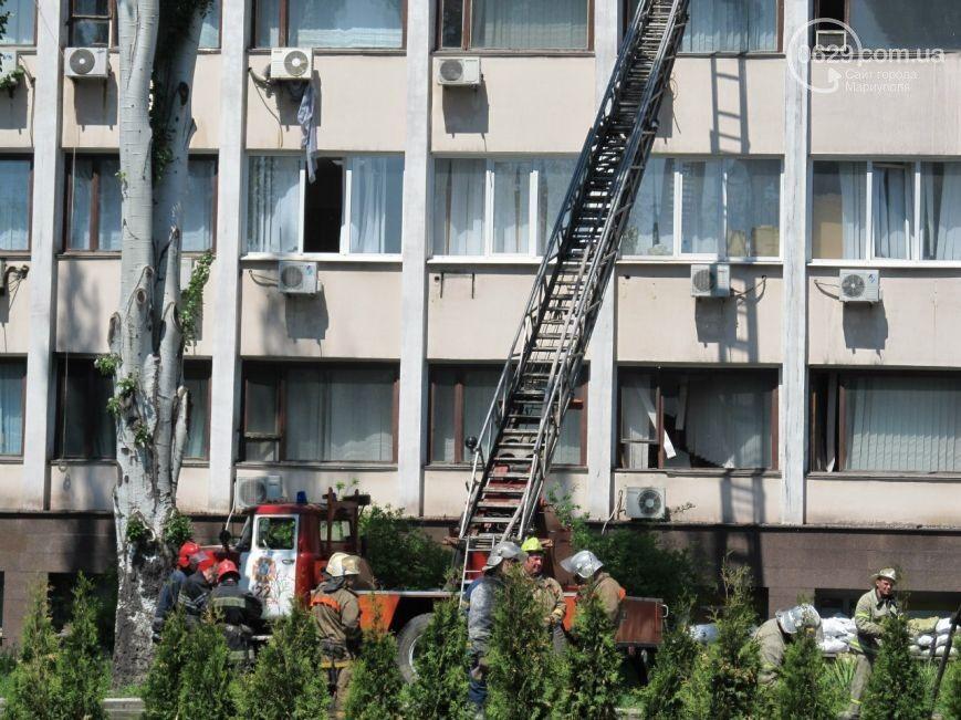 В Мариуполе сгорел зал сессий горсовета