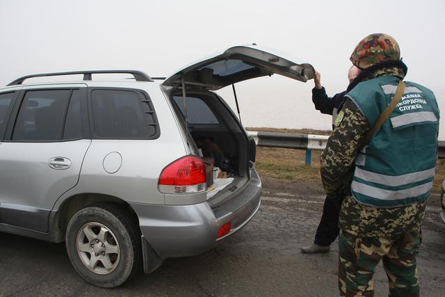 Четверо крымчан пытались перевезти на материковую Украину 1,3 миллиона гривен - Госпогранслужба