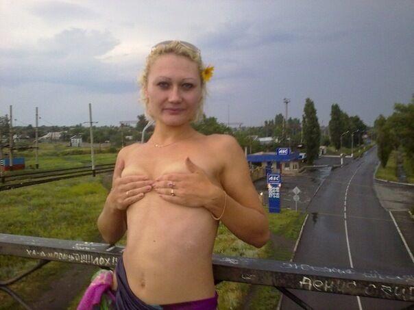 """Луганские террористы не знают """"министра"""" Филатову, которая позировала топлесс"""
