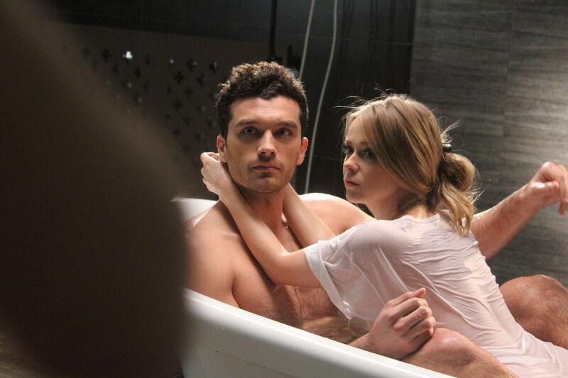 Лавика отожгла в постели и ванной с мужчиной