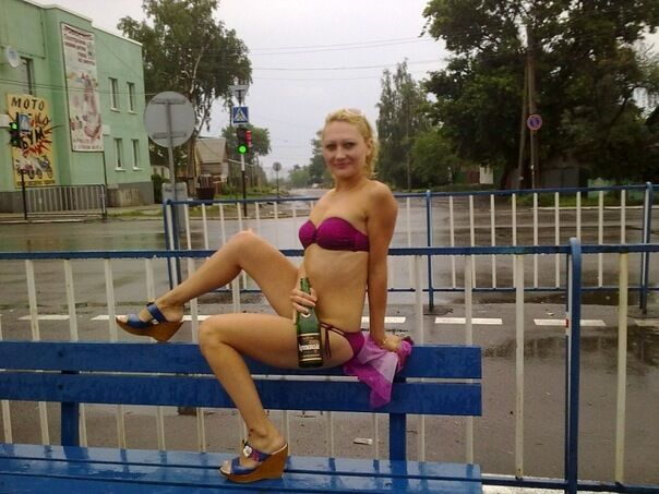 """Луганский """"министр"""" террористов показала свои топлесс-фото"""