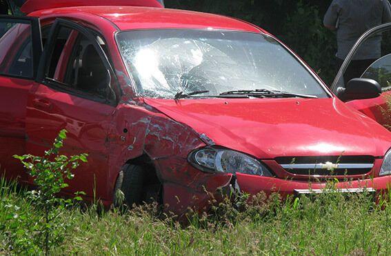 В Луганске террористы расстреляли авто: водитель погиб, пострадали пешеходы